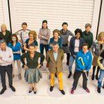Het voltallige personeel van een bedrijf als 3D beeldjes.